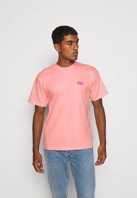 GCDS - BASIC TEE - Basic T-shirt - pink - 0
