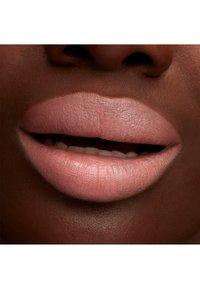 MAC - LUSTREGLASS LIPSTICK - Lipstick - what in carnation? - 3