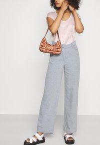 Weekday - ALLANIT SKEW TROUSERS - Trousers - denim as hanger - 4