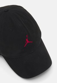 Jordan - WASHED - Kšiltovka - black/gym red - 3