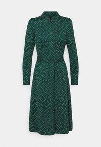 King Louie - SHEEVA DRESS LITTLE DOTS - Skjortekjole - pine green - 0