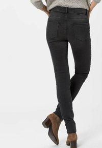 BRAX - SHAKIRA - Jeans Skinny Fit - used dark grey - 2