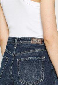 Hollister Co. - MOM CURVY DARK DEST  - Denim shorts - dark destroy - 4