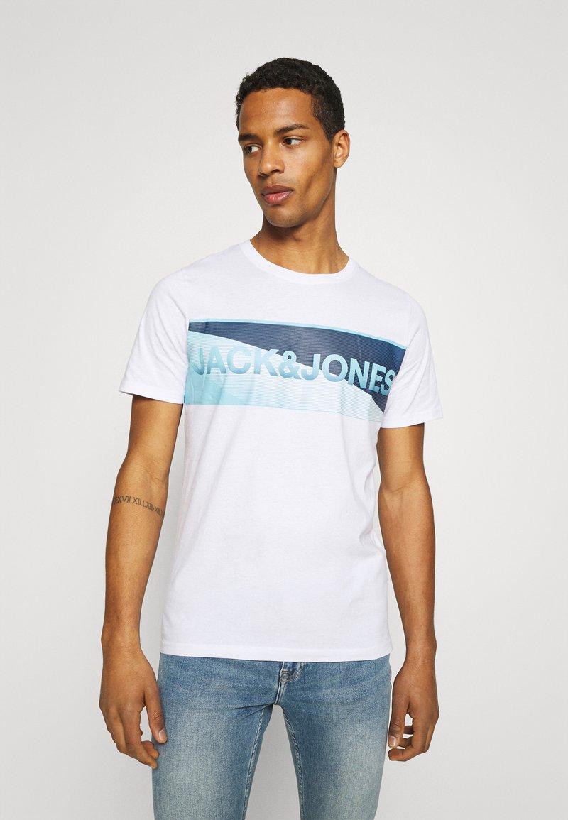 Jack & Jones - JCOJENSON TEE CREW NECK - Print T-shirt - white
