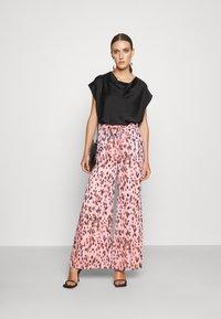 Milly - LEOPARD STRIPE BURNOUT - Kalhoty - pink/multi - 1