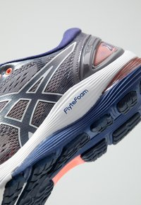 ASICS - GEL-NIMBUS 21 - Obuwie do biegania treningowe - lavender grey/dive blue - 5
