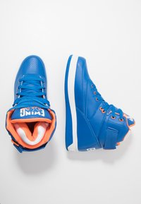 Ewing - 33 HI - Zapatillas altas - prince blue/vibrant orange/white - 1