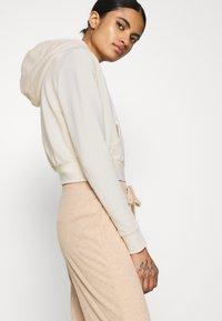 Even&Odd - CROPPED SLIM FIT HOODIE  - Zip-up hoodie - white - 3