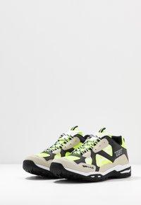 GAS Footwear - WISTOON - Trainers - white/neon yellow - 2