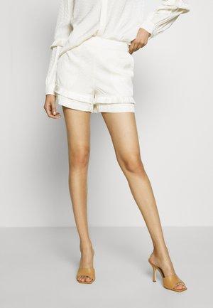 INANNA  - Shorts - off white