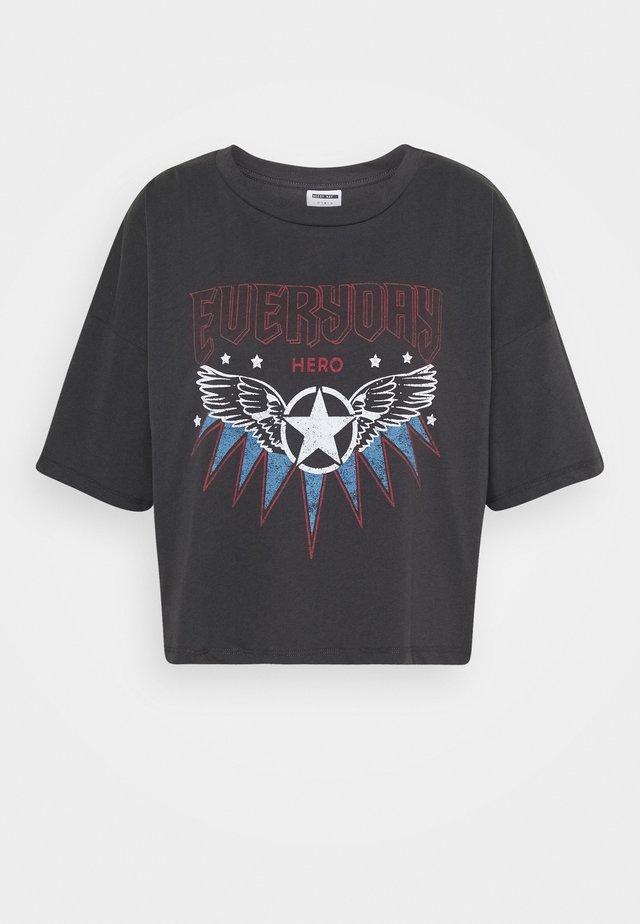 NMAMY - T-shirt z nadrukiem - obsidian