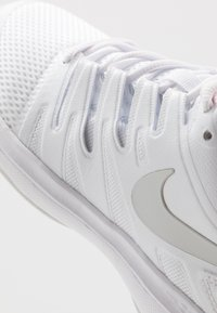 Nike Performance - AIR ZOOM PRESTIGE - Tenisové boty na všechny povrchy - white/photon dust/pink - 5
