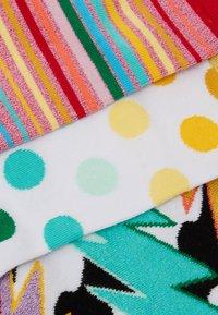 Happy Socks - MIXED PRIDE SOCKS GIFT SET 3 PACK - Skarpety - beige - 2