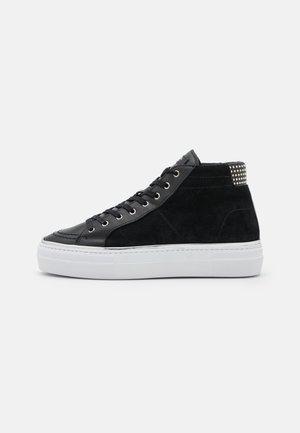 CHAUSSURE - Zapatillas altas - black