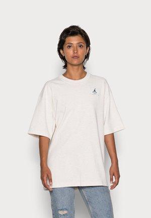 ESSEN TEE - T-shirts - coconut milk