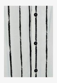 MIT UNREGELMÄSSIGEM STREIFENPRINT - Košile - off-white