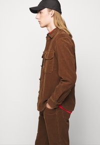 CLOSED - X-LENT TAPERED - Pantalon classique - chocolate brown - 4