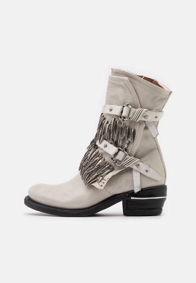 Kovbojské/motorkářské boty - bianco