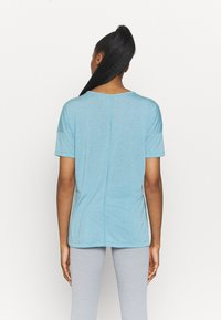 Nike Performance - LAYER - T-shirt basique - cerulean heather/glacier blue/light armory blue - 2