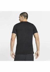 Nike Performance - DRY SUPERSET - T-paita - black/(white) - 2