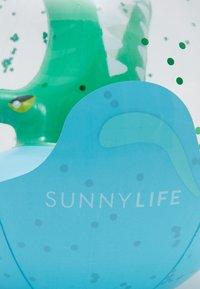 Sunnylife - 3D INFLATABLE BEACH BALL - Hračka - green - 2