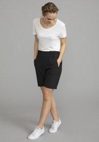 Kaffe - JILLIAN SOFIE  - Shorts - black deep - 0
