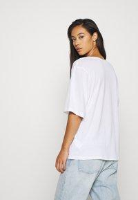 Weekday - ISOTTA - T-shirts - white - 2
