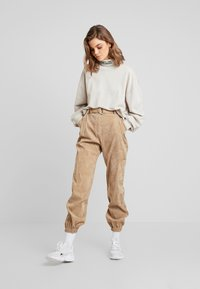 Missguided - PURPOSEFUL BELTED CUFF HIGH WAISTED TROUSERS - Bukse - sand - 1