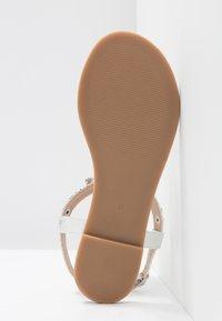 Buffalo - Sandály s odděleným palcem - metallic silver - 6