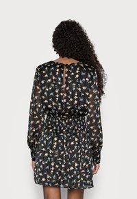 Missguided Petite - FLORAL SHIRRED WAIST MINI DRESS - Day dress - black - 2