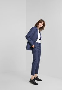 Filippa K - EMMA SUITING TROUSER - Trousers - indigo - 1