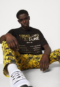 Versace Jeans Couture - MOUSE - Print T-shirt - black/gold
