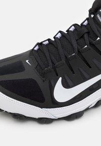 Nike Performance - REAX 8  - Obuwie treningowe - black/white - 5