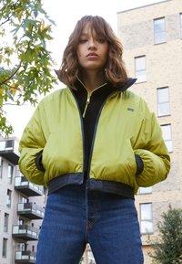 Levi's® - LYDIA REVERSIBLE PUFFER - Winter jacket - salute - 4