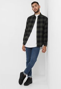 Only & Sons - ONSGUDMUND CHECKED - Skjorta - forest night - 1