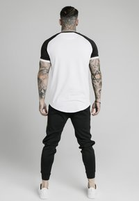 SIKSILK - RUNNER RAGLAN TECH TEE - Basic T-shirt - white - 2