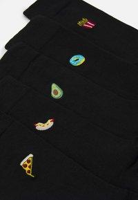 Burton Menswear London - FOOD EMBROIDERY 5 PACK - Socks - black - 1