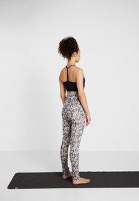 Curare Yogawear - LEGGINGS - Tights - sand - 2