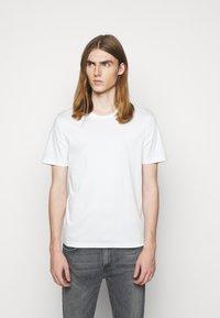 Tiger of Sweden - OLAF - Basic T-shirt - gardenia - 0