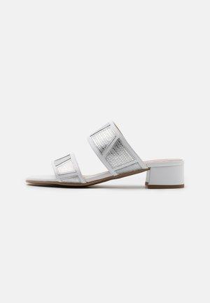 ZOE NEW - Muiltjes - silver/white