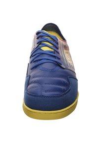 Umbro - CHALEIRA II PRO - Indoor football boots - deep surf / golden kiwi / toreador - 6