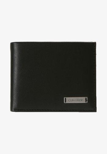 SMOOTH PLAQUE SLIMFOLD - Plånbok - black