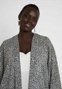 Dorothy Perkins Curve - KIMONO MONO PRINT - Lett jakke - black/white - 4