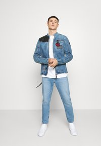 Tommy Jeans - DAD JEAN STRAIGHT - Jeans a sigaretta - light blue - 1