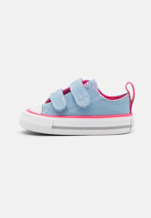 CHUCK TAYLOR ALL STAR 2V SEASONAL COLOR - Sneakers laag - sea salt blue/bold pink/white