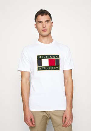 GLOBAL FLAG TEE - Camiseta estampada - white