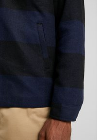 Only & Sons - ONSROSS CHECK SHORT JACKET - Tunn jacka - estate blue/black - 4
