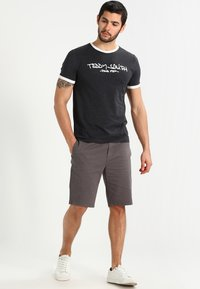 YOURTURN - Shorts - charcoal - 1