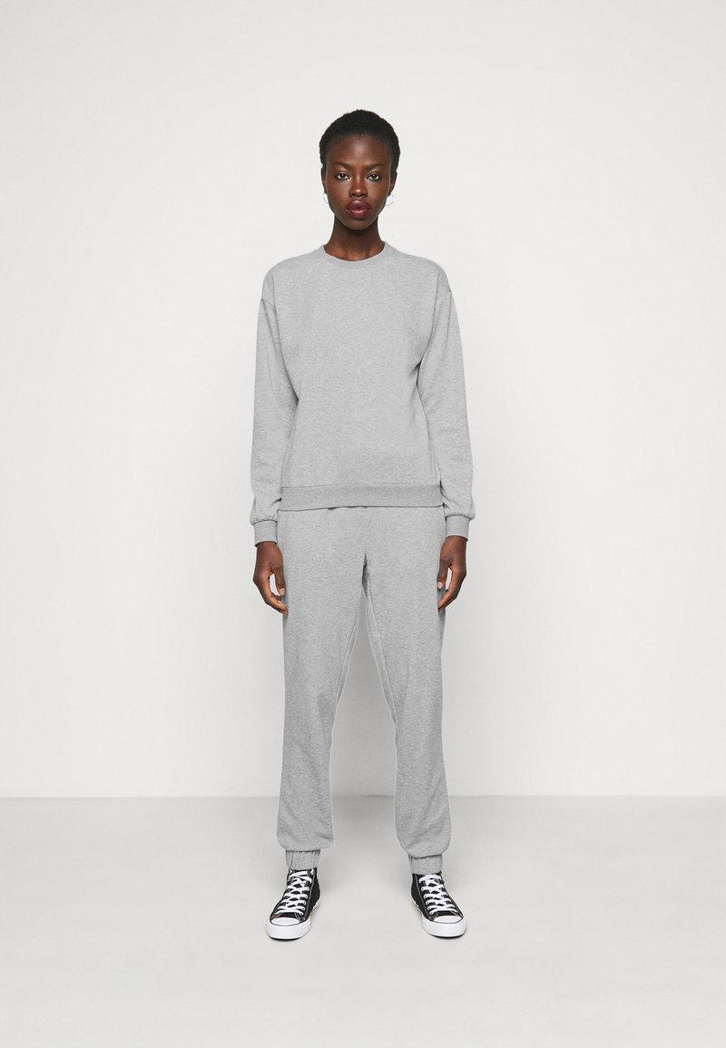Vero Moda Tall - VMNATALIA SET  - Sweatshirt - light grey melange