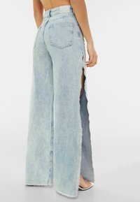 Bershka - WIDE LEG - Flared Jeans - light blue - 2